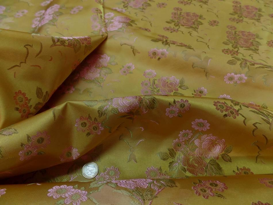 taffetas d'ameublement jaune doré brodé fleurs ton cuivre et kaki clair
