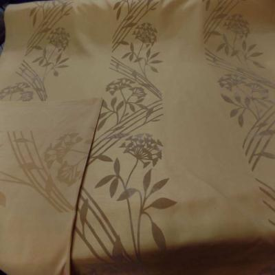 Taffetas d ameublement jaune safran a motifs decore aspect velours taupe