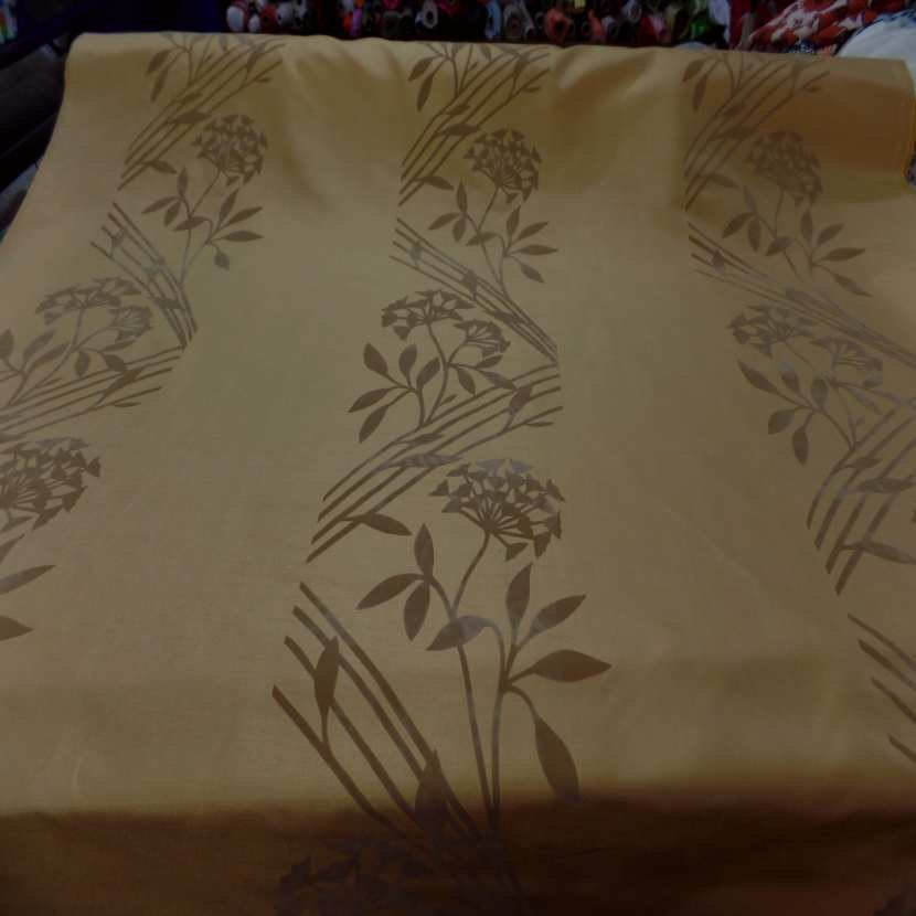 Taffetas d ameublement jaune safran a motifs decore aspect velours taupe01