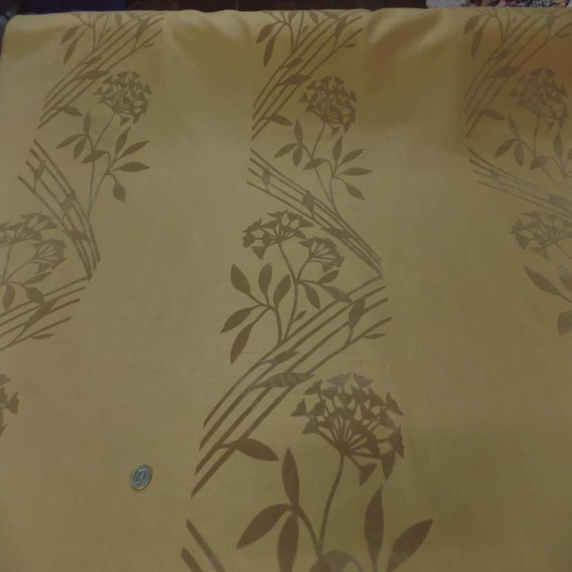 Taffetas d ameublement jaune safran a motifs decore aspect velours taupe1