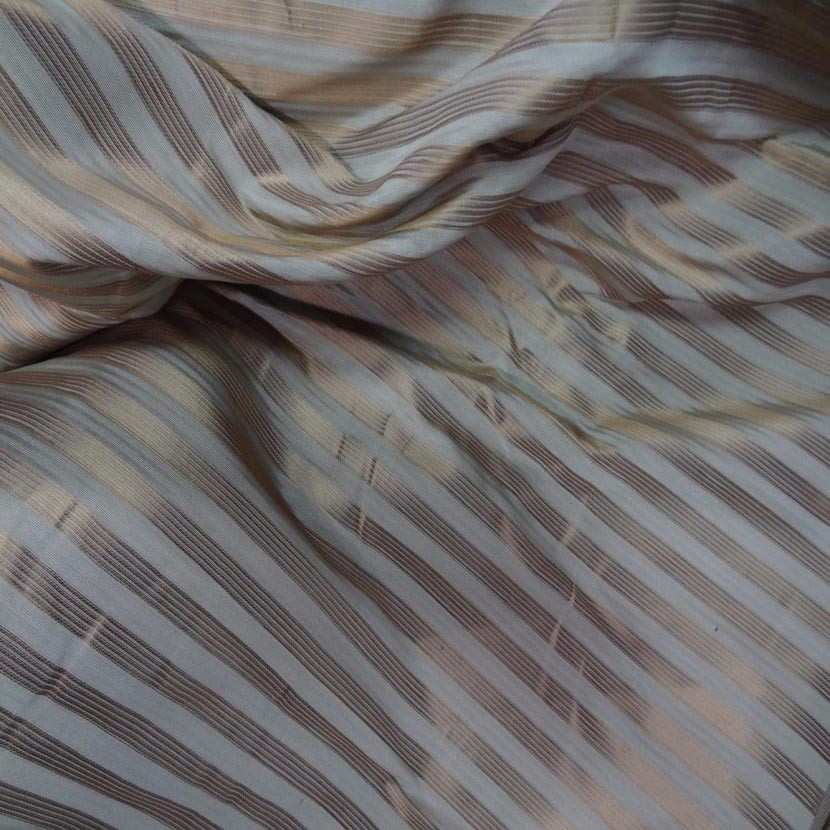 Taffetas de soie 100 a rayures faconne beige taupe dore