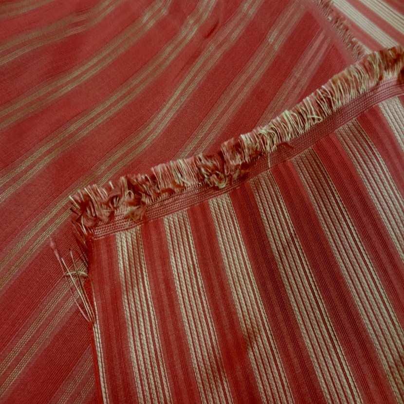 Taffetas de soie 100 a rayures faconne rouge vermillon dore8