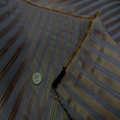 Taffetas de soie 100 a rayures faconne taupe dore