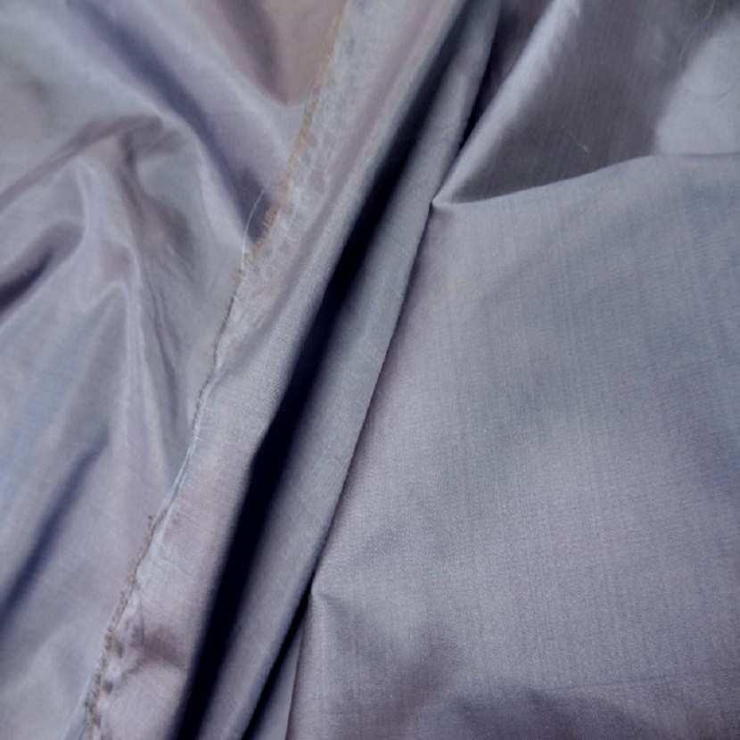 Taffetas de soie 100 changeant gris reflets beige3