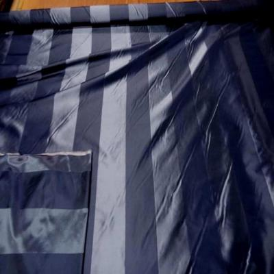 Taffetas de soie a rayures bleu ton su ton