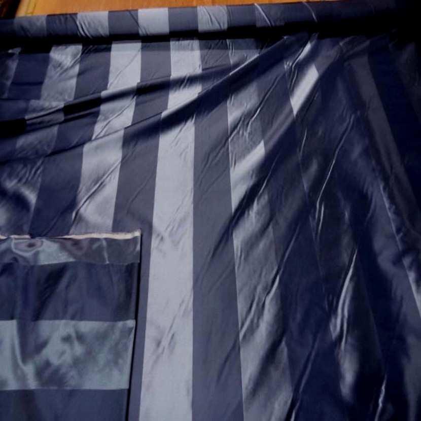 Taffetas de soie a rayures bleu ton su ton08