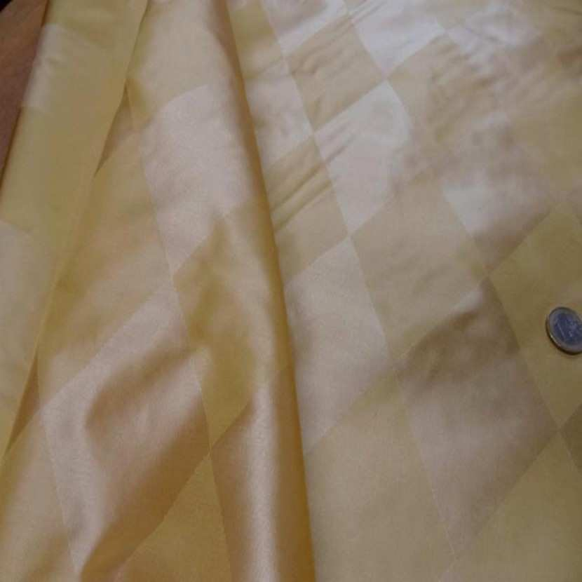 Taffetas de soie dessin arlequin ton jaune en 1 45m de l0