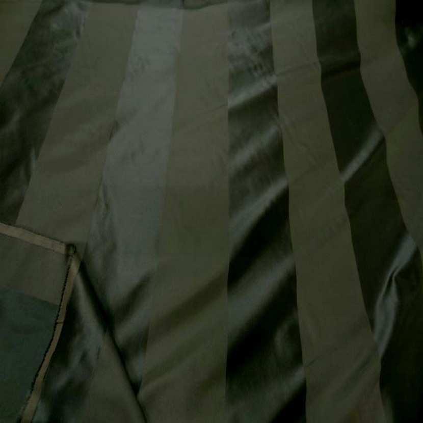 Taffetas de soie raye ton vert kaki6
