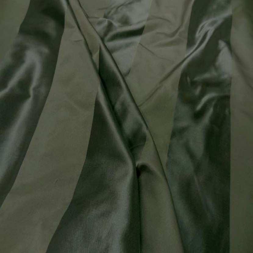 Taffetas de soie raye ton vert kaki7