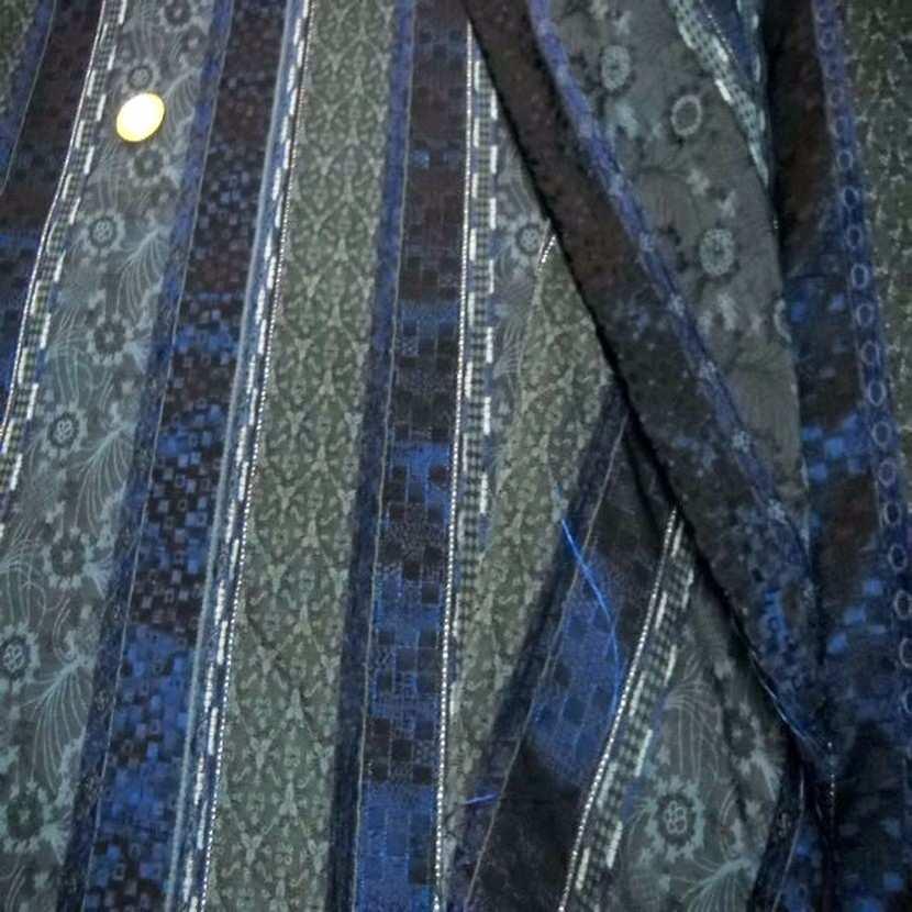 Taffetas faconne rayures brode ton bleu gris3