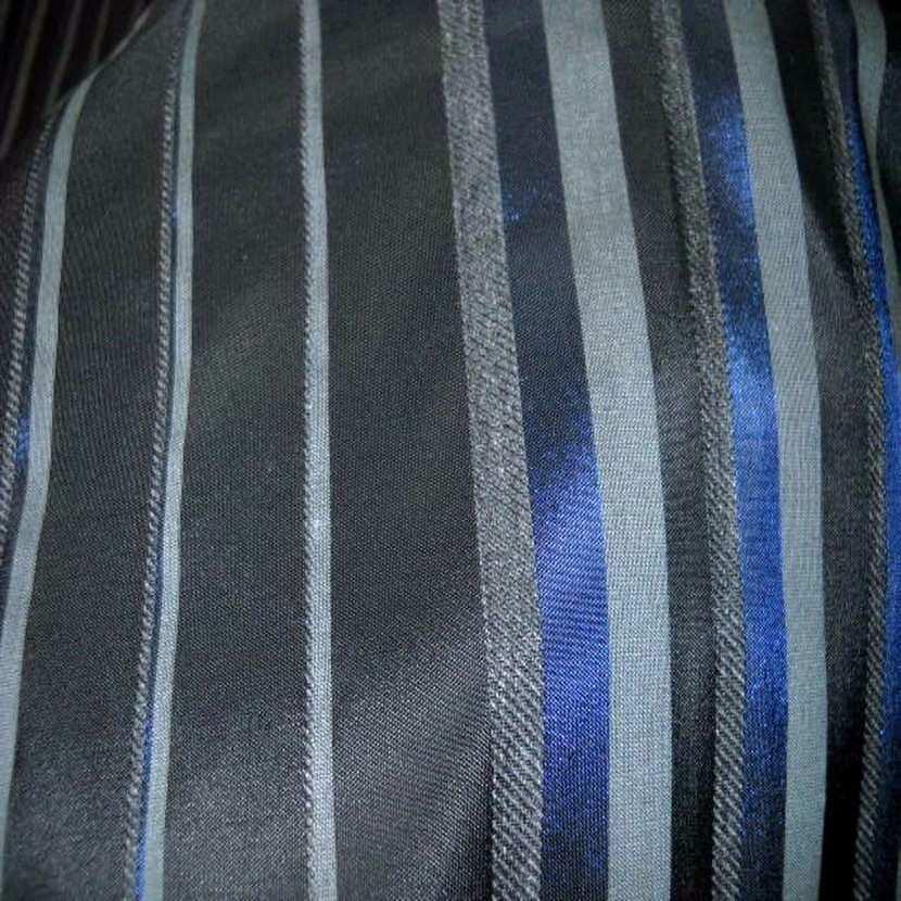 Taffetas faconne rayures ton bleu gris4