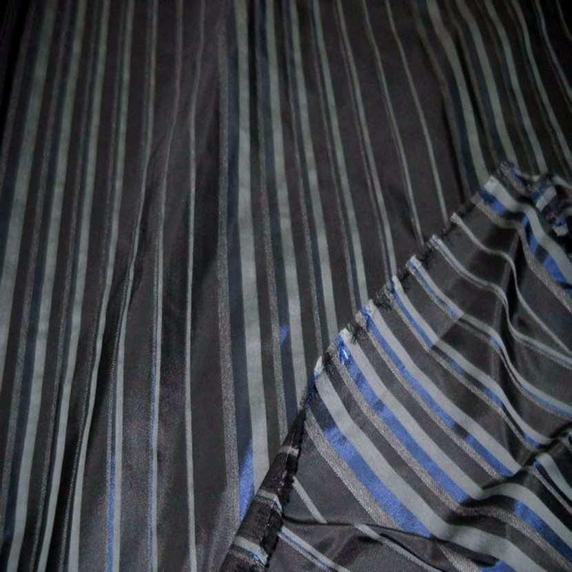 Taffetas faconne rayures ton bleu gris7