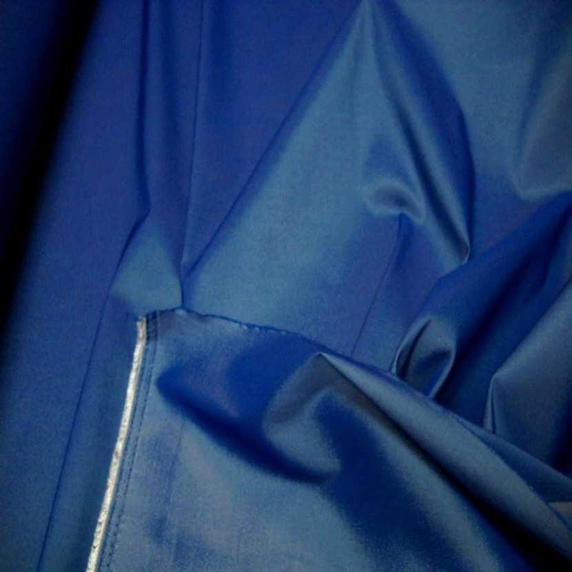 Taffetas lycra souple bleu reflets blanc6
