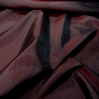 Taffetas souple bordeaux changeant rouge noir