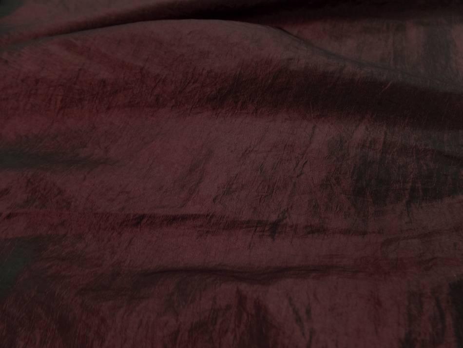 Taffetas souple froissé permanent changeant rouge bordeaux a reflets noir