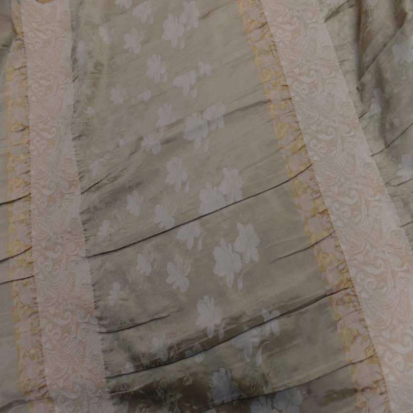 Taffetas ton beige dore plisse avec bande elastique brode04