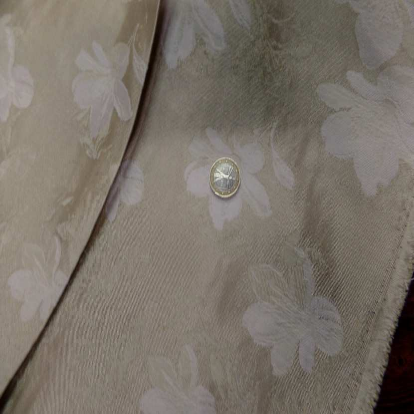 Taffetas ton beige dore plisse avec bande elastique brode09