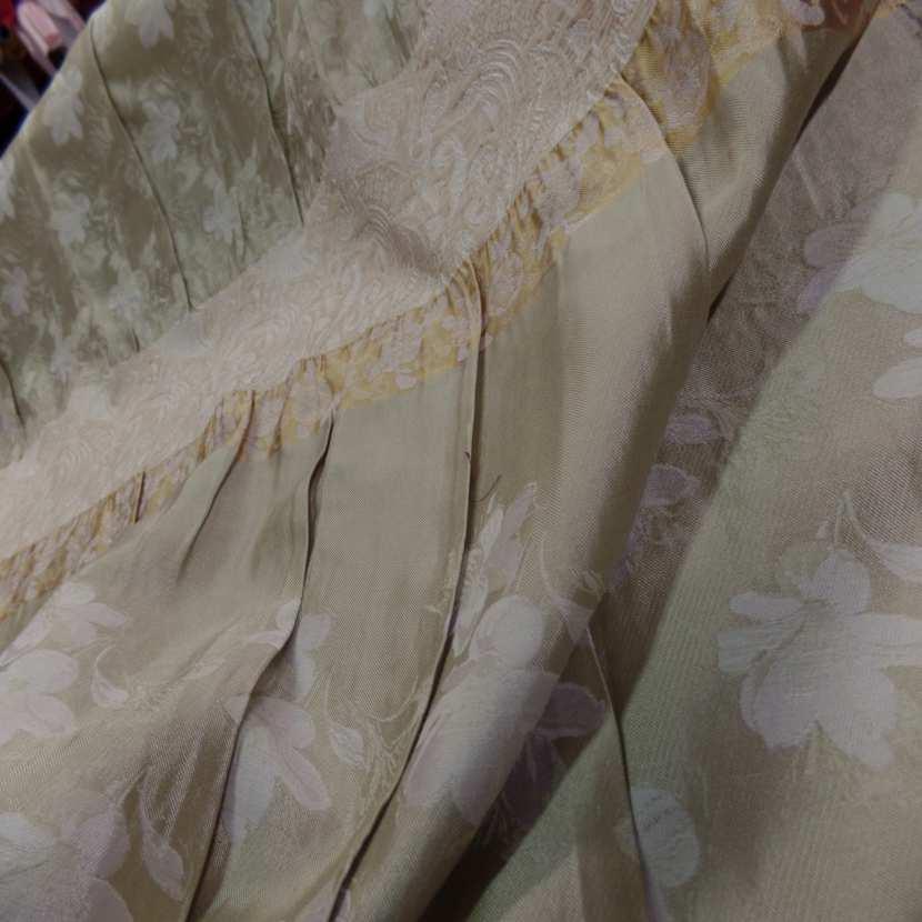 Taffetas ton beige dore plisse avec bande elastique brode4