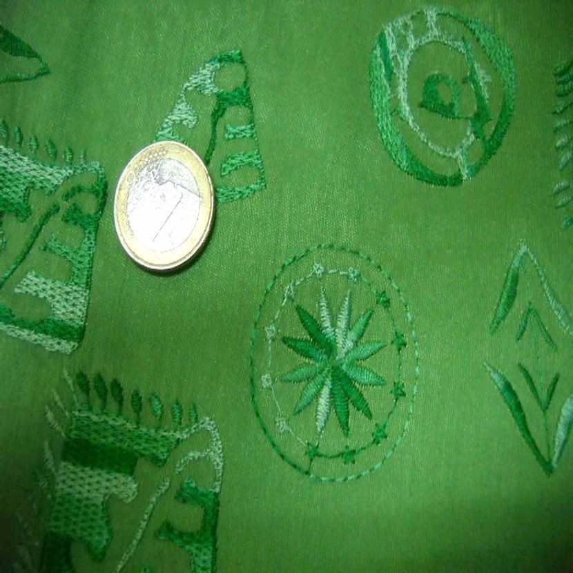 Taffetas vert a motifs brodes0