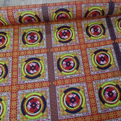 Tissu africain wax rouge imprime jaune noir