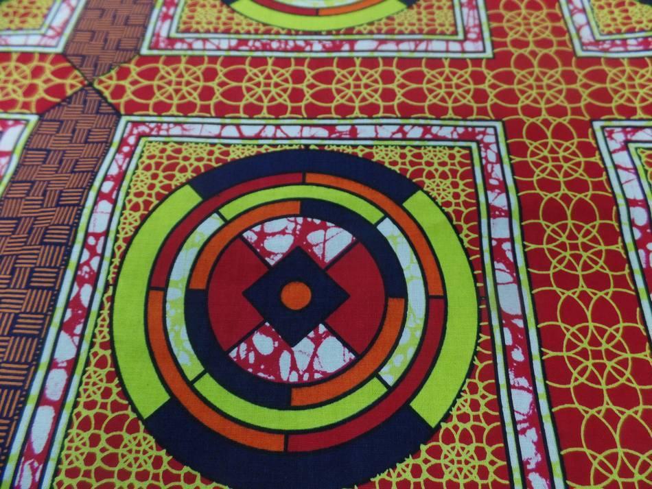 vente de tissu africain Wax rouge imprimé jaune ,noir au mètre en ligne