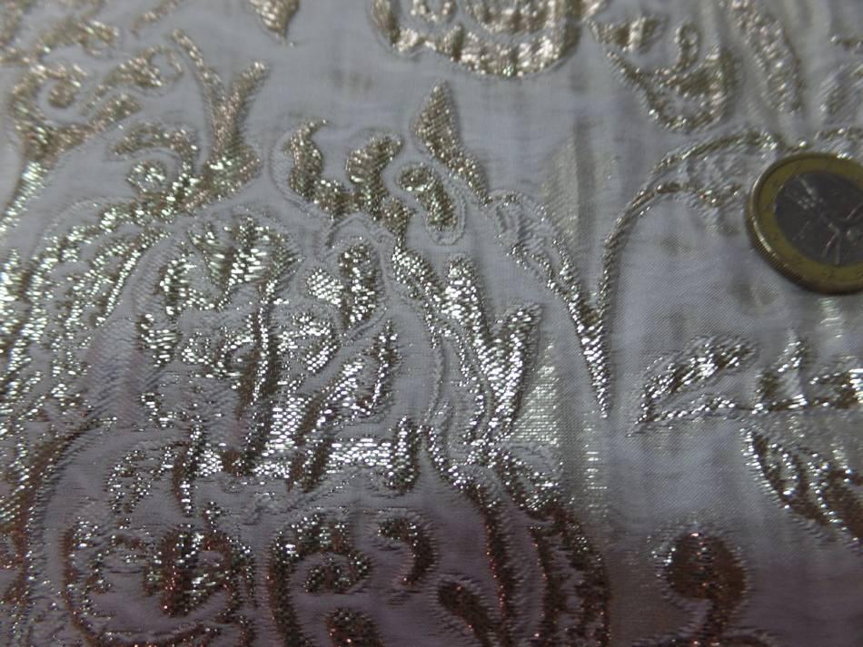 vente de tissu oriental blanc cassé façonné motif en relief en lurex doré on line