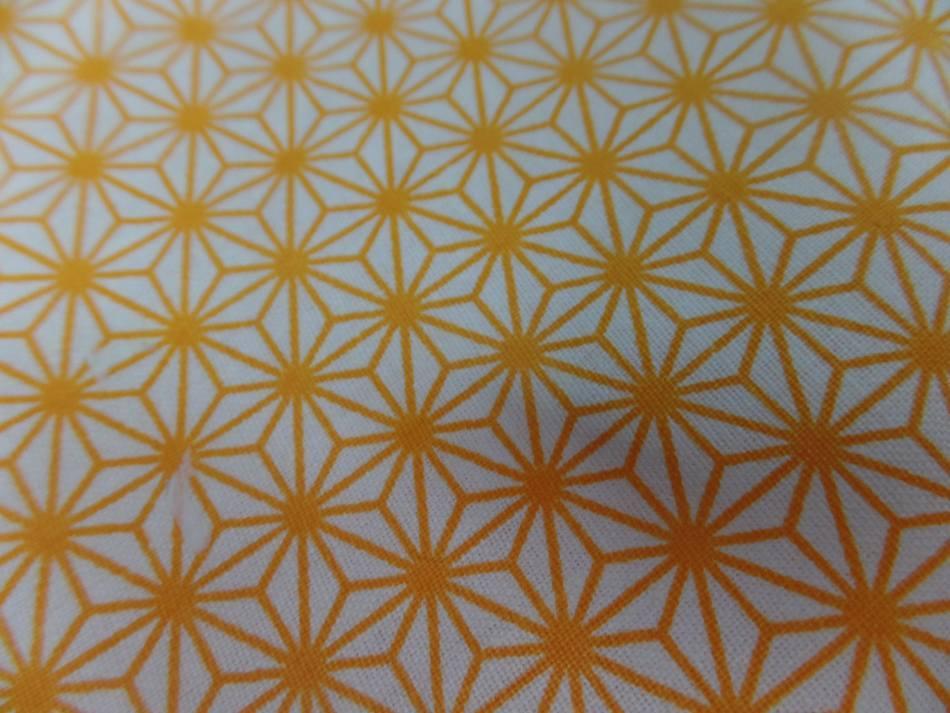 Tissu coton 100 blanc imprime geometrique jaune soleil en 1 45m de l en ligne