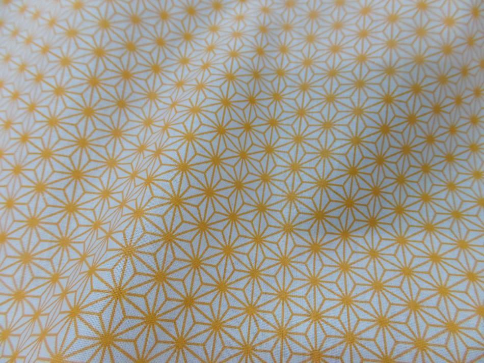 Tissu coton 100 blanc imprime geometrique jaune soleil en 1 45m de l