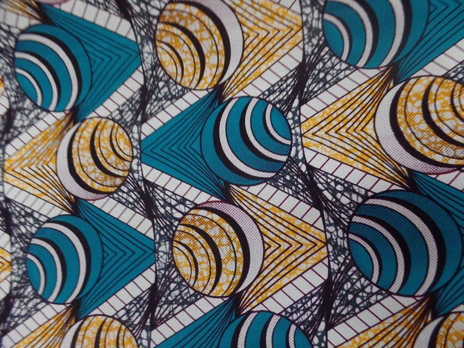vente de tissu coton Wax motifs Africain ton blanc ,bleu ,jaune sur Marseille