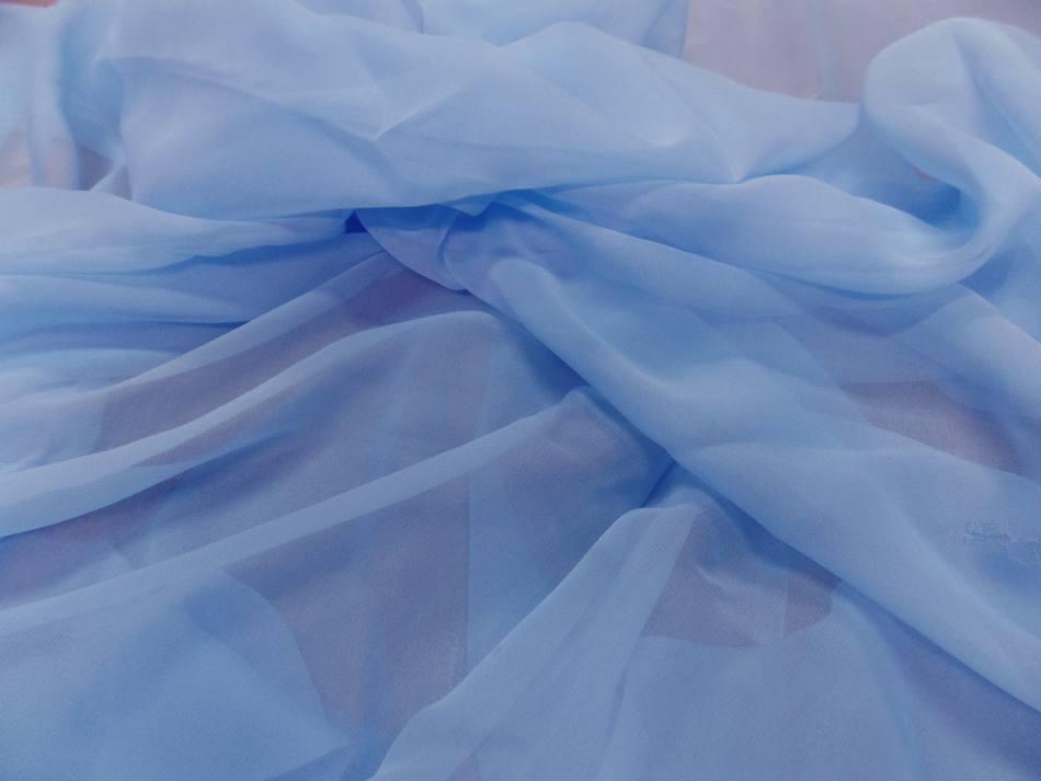 Tissu coupon de mousseline de soie bleu ciel