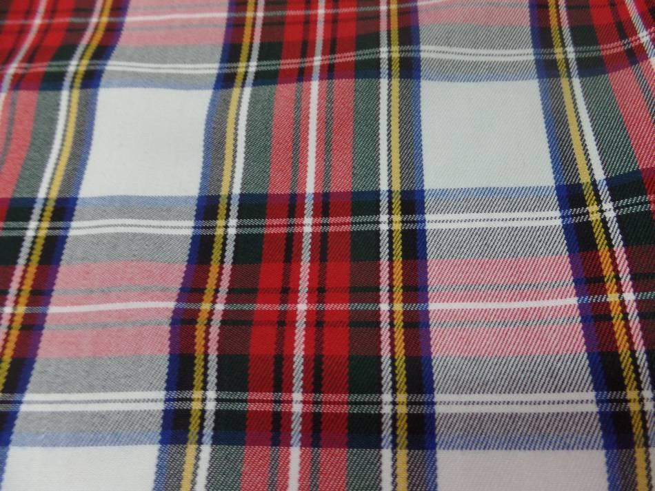 Tissu ecossais blanc vert bleu rouge1