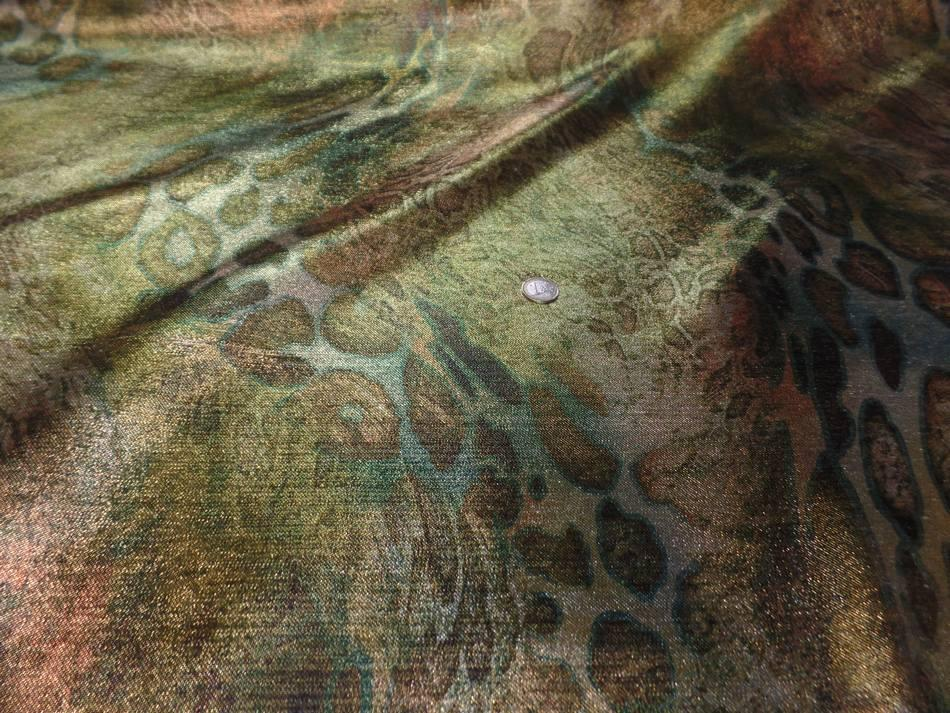 tissu lurex motifs serpent ton kaki ,doré ,métal sur Marseille