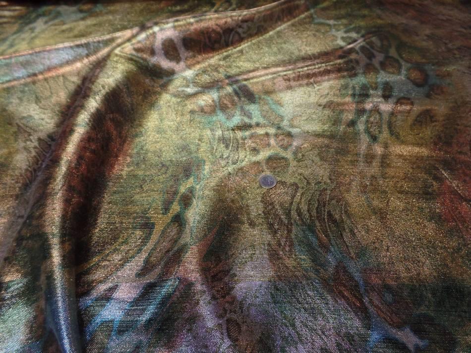 vente de tissu lurex motifs serpent ton kaki ,doré ,métal