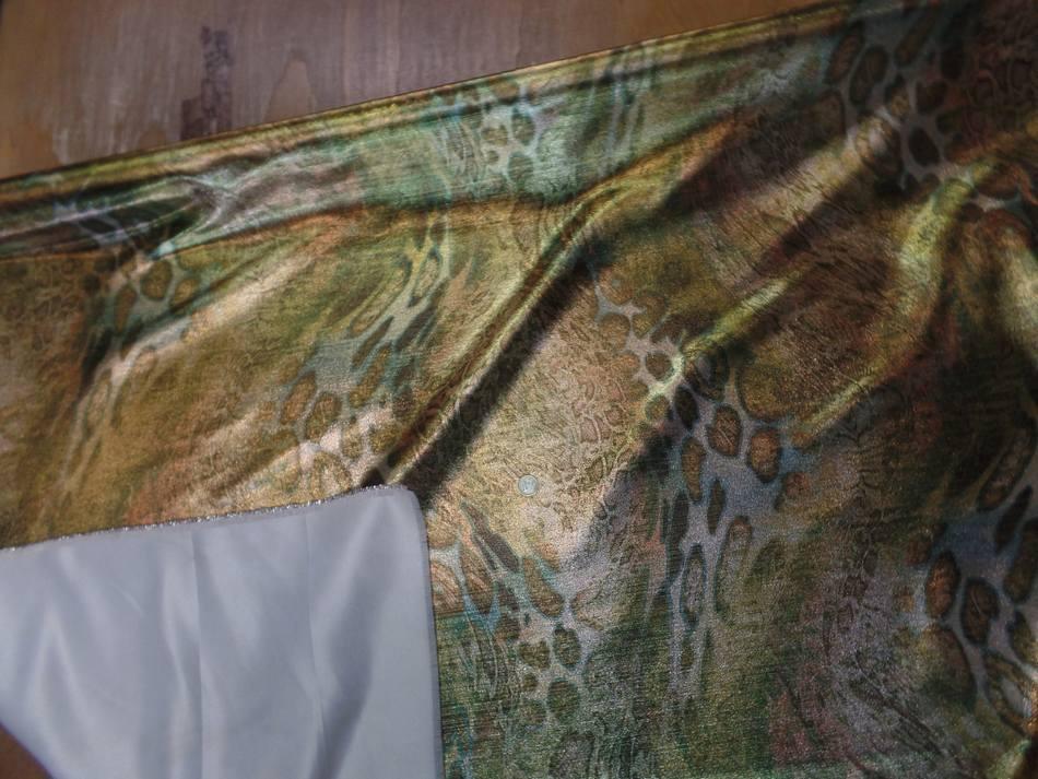vente de tissu lurex motifs serpent ton kaki ,doré ,métal en ligne