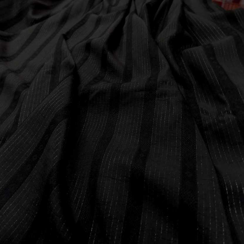 Tissu noir a rayure en lurex ton metal