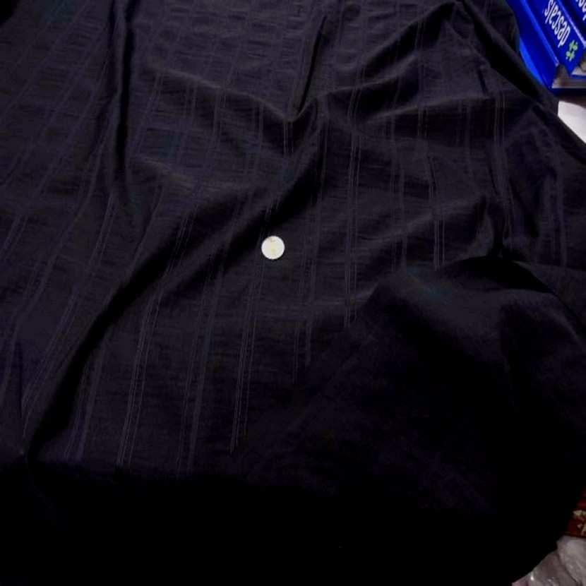 Tissu noir brode rayures5