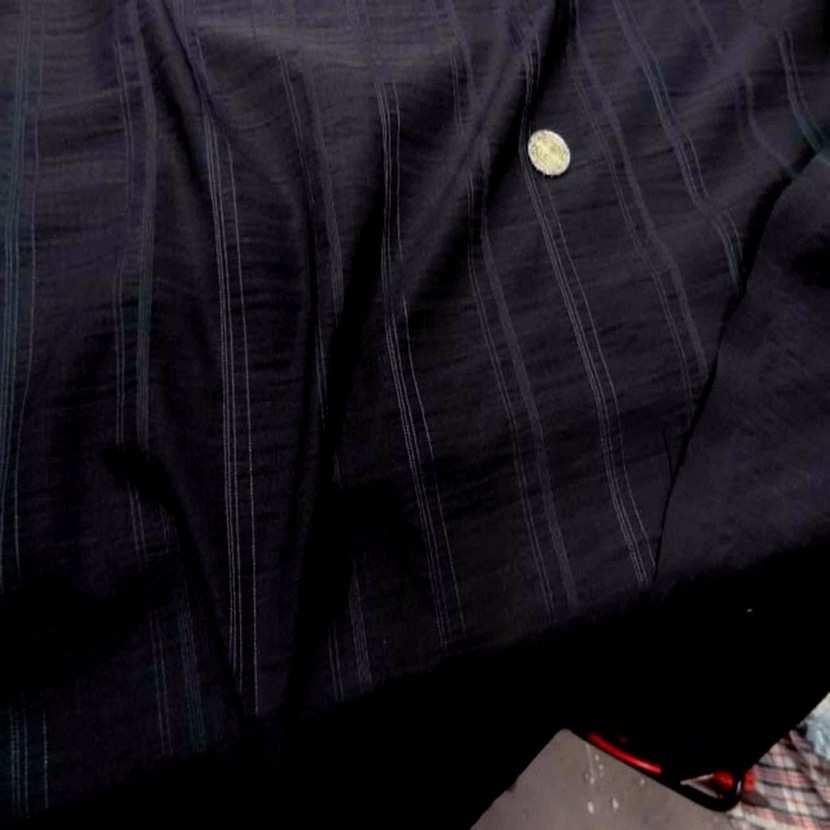 Tissu noir brode rayures7