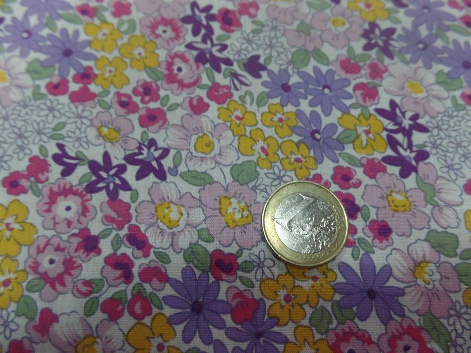 Tissu popeline coton blanche imprime liberty fleurs mauve vert jaune et rose6