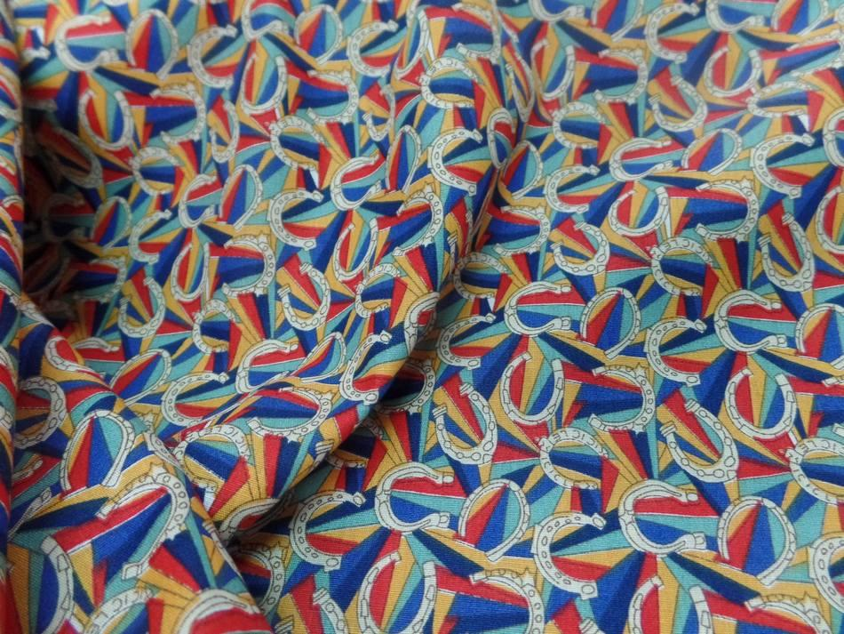 Tissu popeline coton imprime fer a cheval multi couleurs