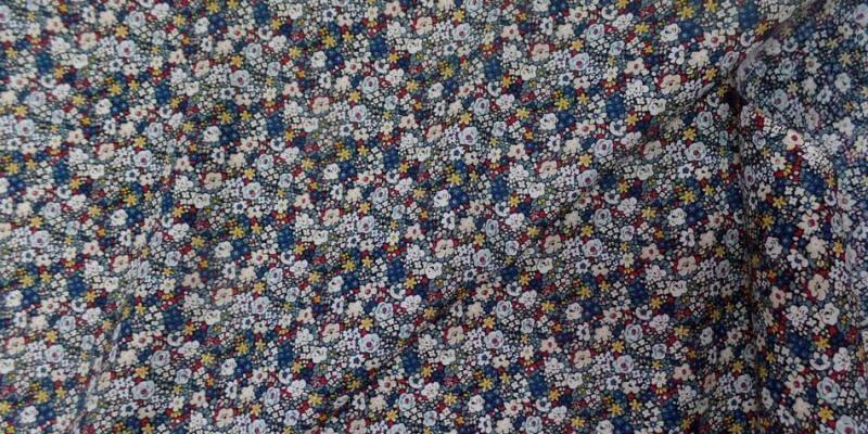 tissu popeline coton imprimé liberty fleurs blanc bleu jaune et rouge