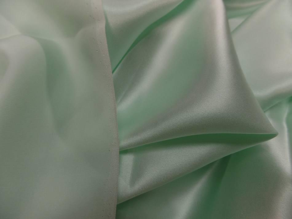Tissu satin de soie vert clair reflets blanc