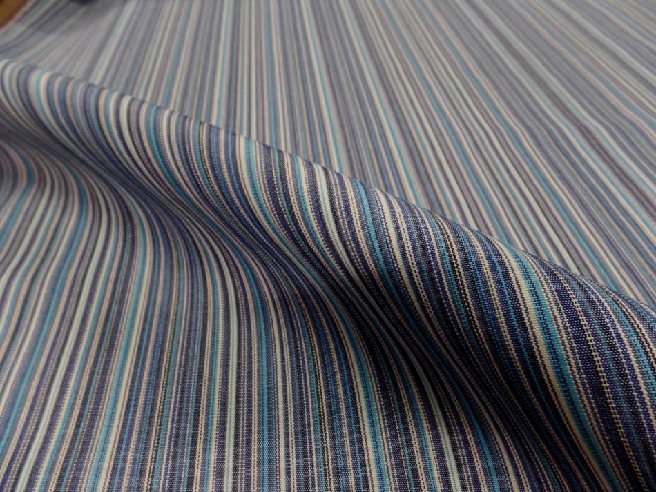 Tissu toile de bâche a fine rayure ton de bleu