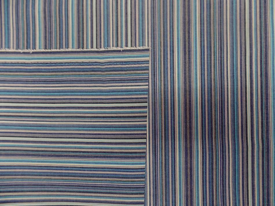Tissu toile de bache a fine rayure ton de bleu