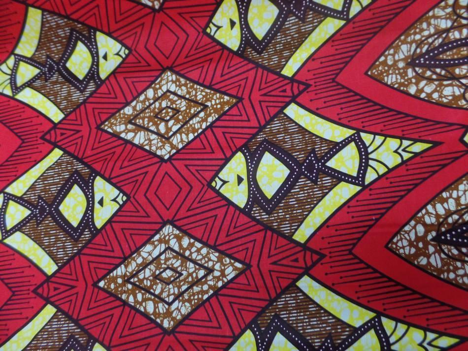vente de tissu wax rouge imprimé poissons ton noir ,jaune et marron