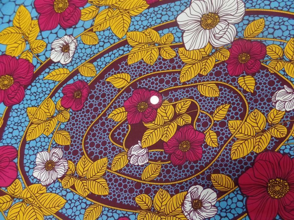 achat tissu wax imprimé fleurs ton bordeaux ,bleu ,safran ,blanc