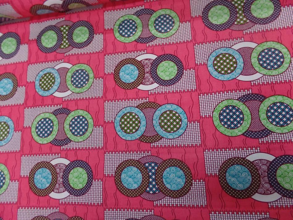vente de tissu wax rose a motifs rond ton blanc ,bleu ,vert ,bordeaux sure Marseille
