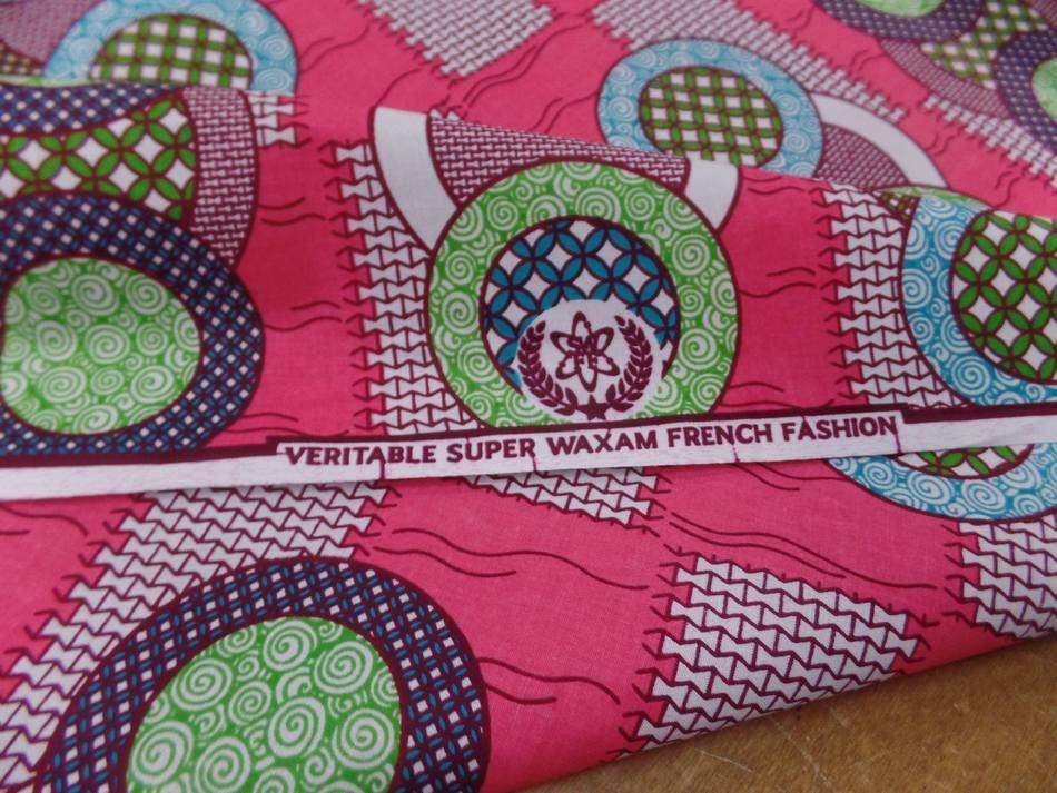 vente de tissu wax rose a motifs rond ton blanc ,bleu ,vert ,bordeaux