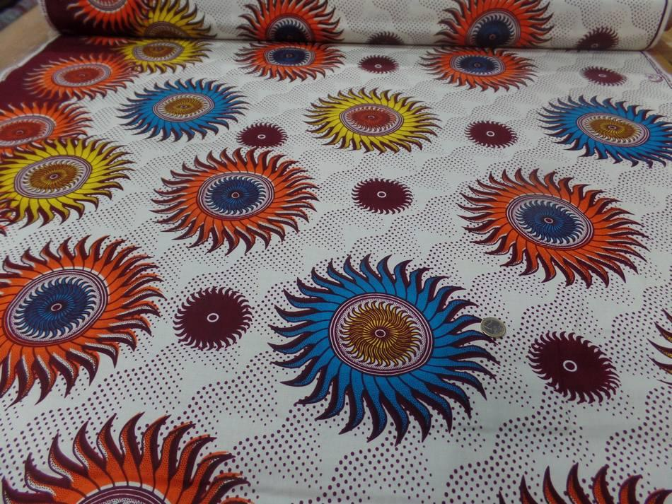 vente de tissu wax blanc imprimé soleil ton bordeaux ,orange ,jaune ,bleu a Marseille