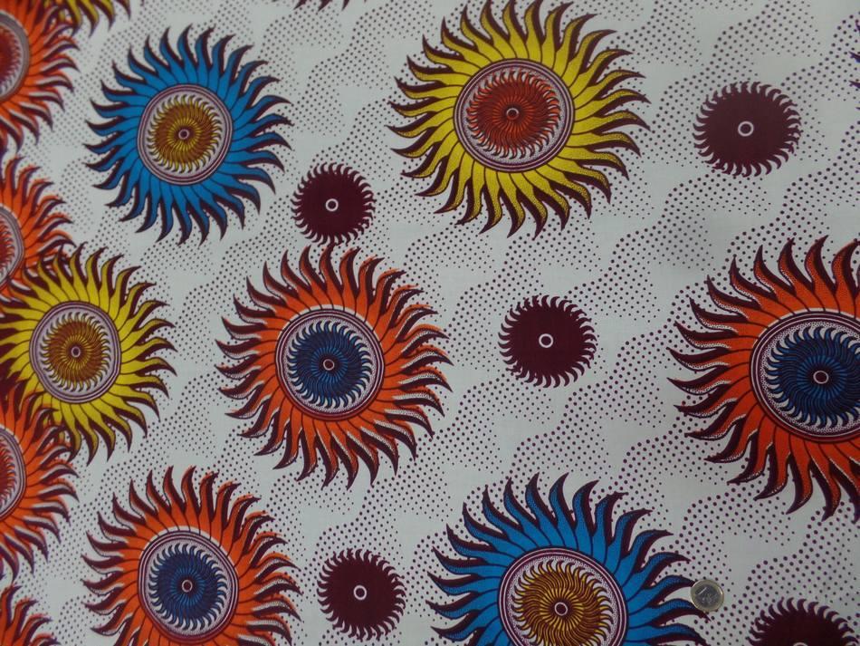vente de tissu africain ,wax blanc imprimé soleil ton bordeaux ,orange ,jaune ,bleu en ligne