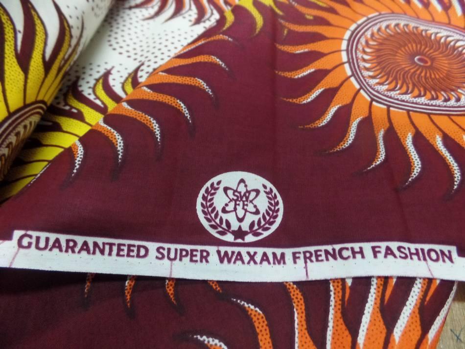 vente de tissu wax blanc imprimé soleil ton bordeaux ,orange ,jaune ,bleu pas cher